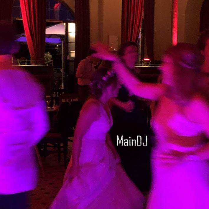 wedding dancing bride frankfurt maindj druckwasserwerk