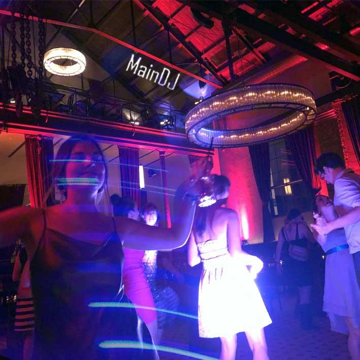 wedding dancing guests frankfurt maindj druckwasserwerk